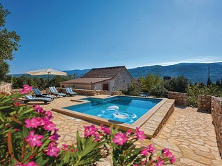 Beautiful home in Stari Grad w/ WiFi and 1 Bedrooms