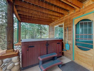 Spacious home w/ a charming rustic feel & private hot tub, near state park!