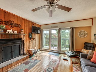 Wonderful mountain condo w/ shared pool, hot tub, sauna, game room, and more!