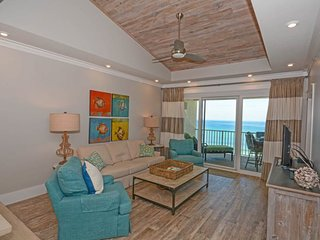 Waterfront resort rental w/ private balcony, shared pool, hot tub, & Gulf views