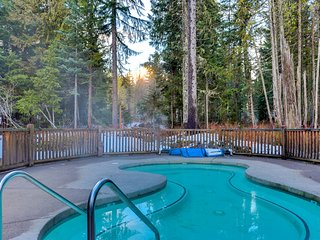 Modern, dog-friendly townhome w/ shared hot tub & pool - near skiing!