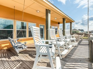 NEW LISTING! Beautiful home w/ large deck - steps to the beach, 2 dogs OK!
