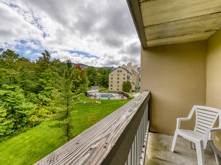 High floor resort condo w/ a shared pools, hot tub, & gym - close to skiing!