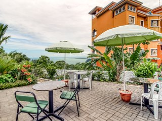 Hilltop property w/patio and terraces in Manuel Antonio - breathtaking views!