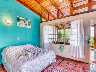 Comfortable & inviting hilltop studio w/ ocean views in Manuel Antonio