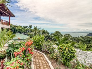 Hilltop studio w/ beautiful terrace in Manuel Antonio!