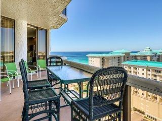 Unique and spacious condo w/ocean views & shared hot tub, pool, gym & more!