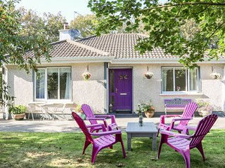 PEGGY'S PLACE, pet-friendly, enclosed garden, in Kilmore