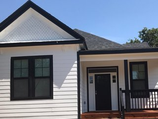 New!! Simplicity House-Walk to Magnolia, Baylor, McLane