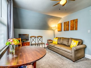 Cozy apt two blocks from Hyde Park & Camel's Back Park - free bike/chariot use!