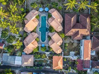 Whole resort just for yourselves 8 BR around a huge pool