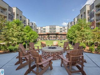 Minutes from Shops Retail and Entertainment Luxury Germantown Apartment