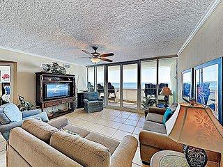 New Listing! The Colonnades: Beachfront Gem w/ Balcony & Resort Amenities