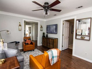 Mins to Everything Fort Worth! Newly Remodeled, Covered Patio, Quiet Neighborhoo