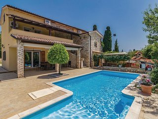 Nice home in Manjadvorci w/ Outdoor swimming pool, WiFi and Outdoor swimming poo
