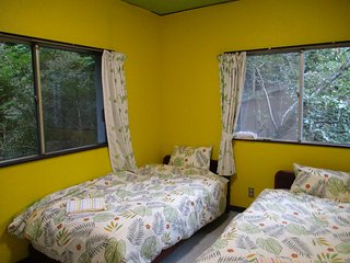 HAKONE Private Twin Room with Bathroom, 1 mit Venetian Glass Museum Bus Stop B&B