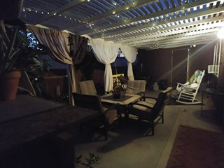 Lou's in JT**HOT TUB* 2Big Screen TVs*Firepit*Pool Table*Large Patio*BBQ&Smoker*