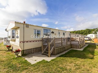 2 bed 6 berth caravan for hire with decking North Denes in Suffolk ref 40096ND