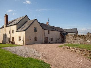 ⭐️⭐️Lowe Farmhouse⭐️ in  Much Dewchurch, Herefordshire⭐️Sleeps 14 or 22 guests⭐️