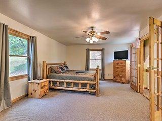Expansive Murphy Cabin w/Sunroom, Near Creek!
