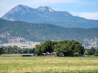 Fisher Springs Home, 12 Mi to Anthony Lake!