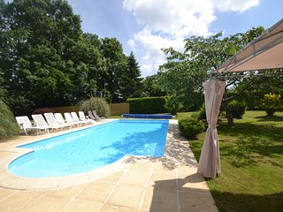 Montemboeuf. Renovated holiday farmhouse rental with private pool and garden.