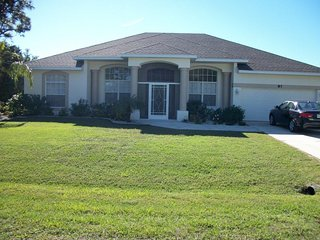 Halcyon days, sleeps 8, private heated pool, Rotonda, Florida