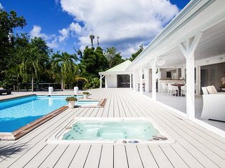 Perfect couple's hideaway with jacuzzi and private pool,