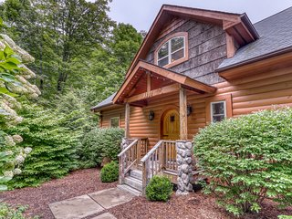 Spacious two story cabin w/private hot tub & pool table, close to tennis courts!