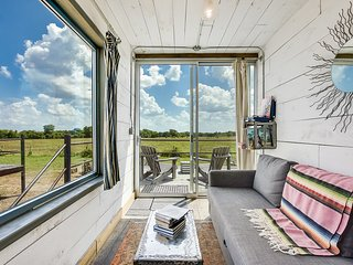 Houze II - Flophouze Shipping Container Hotel Vacation Rental