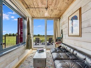 Houze V - Flophouze Shipping Container Hotel Vacation Rental