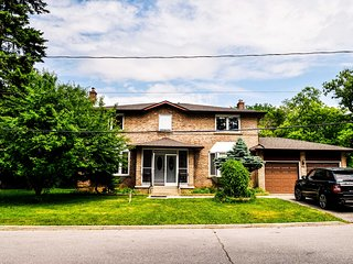 Elegant Rural Suite Close To Finch Station