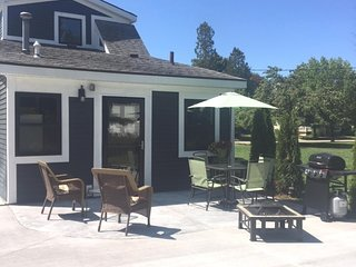 New! Strong's Harbor House is Walking Distance from Downtown!