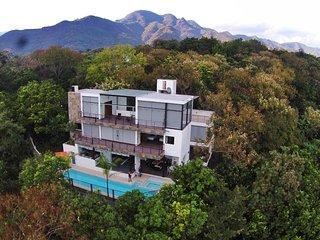 Casa de las Aves. Grandes vistas a las montañas.