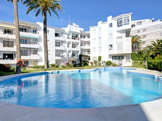 Modern apartment with shared swimming pool only moments from the beach!