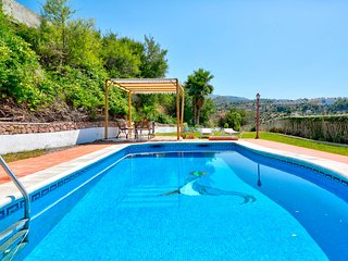 Coastal villa w/ private pool, garden terrace & stunning views - close to town!