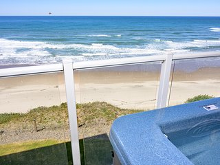 Gorgeous 3rd Floor Beachfront Views with Private Hot Tub & On Site Pool