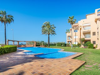 Fantastic apartment w/ shared pool, near the sea!