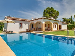 Welcoming villa with private pool near the coast and Spanish cities!