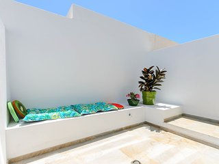 Fantastic apartment w/ private terrace & Free wifi!