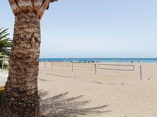 Adorable condo with ocean view & bright interior - walk to the beach!