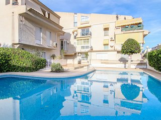 Modern apartment w/ shared pool & gym + terrace views - close to the beach!