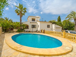 Lovely villa w/ private pool, terrace & pets friendly!
