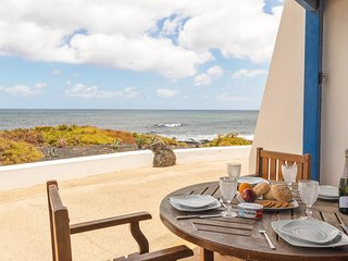 Beautiful house near the sea w/ free Wifi & terrace!