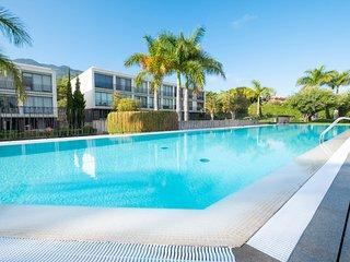 Cozy duplex w/ apple tv, shared pool & free Wifi!