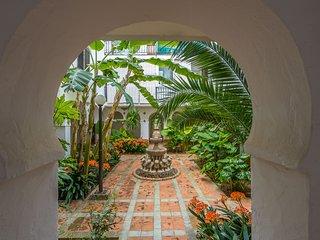 Beautiful apartment w/ terrace & garden, near the beach - dogs OK!