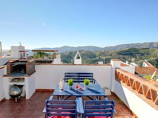Colorful home in the heart of town w/ a full kitchen & furnished rooftop terrace