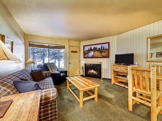Dog-friendly condo w/ a fireplace, shared hot tub, & sauna