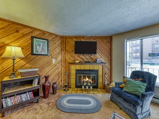 Timberbrook condo w/shared pool, sauna & hot tub - close to slopes!