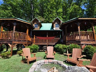 A Wilderness Hideaway - Upscale Cabin Rental Just 10 Minutes from Casino with Am